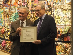 Dr. Eric Foner receiving the Everyday Hero Award from John Pepper